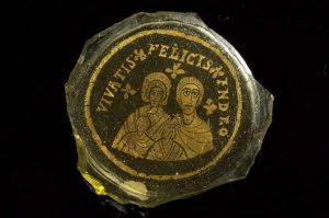 "Two-layer gold plated glass displaying a family of four with the inscription Vivatis felicis in Deo""-""Live happily in God"" (second half of the 4th century)"