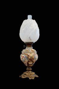 Lampa iz građanskog salona